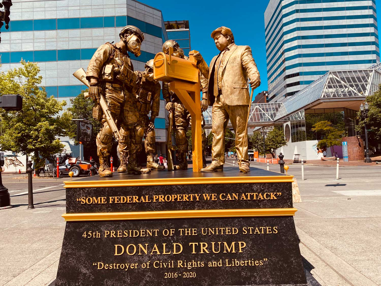"""""""Some federal property we can attack"""", Trump statue"""