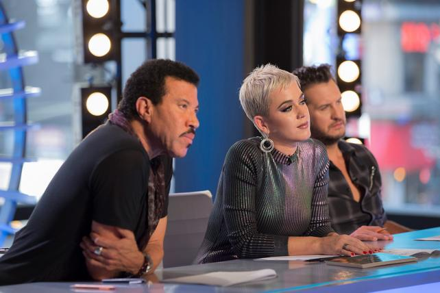 Death Star No Longer, 'American Idol' Still Draws a Crowd