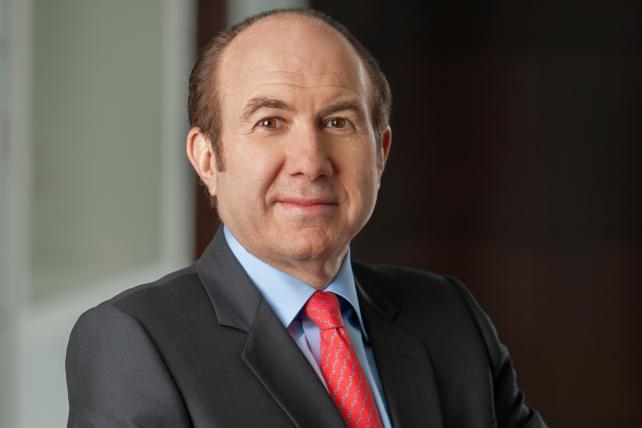 Viacom Board Said to OK Settlement; Dauman Steps Down as CEO