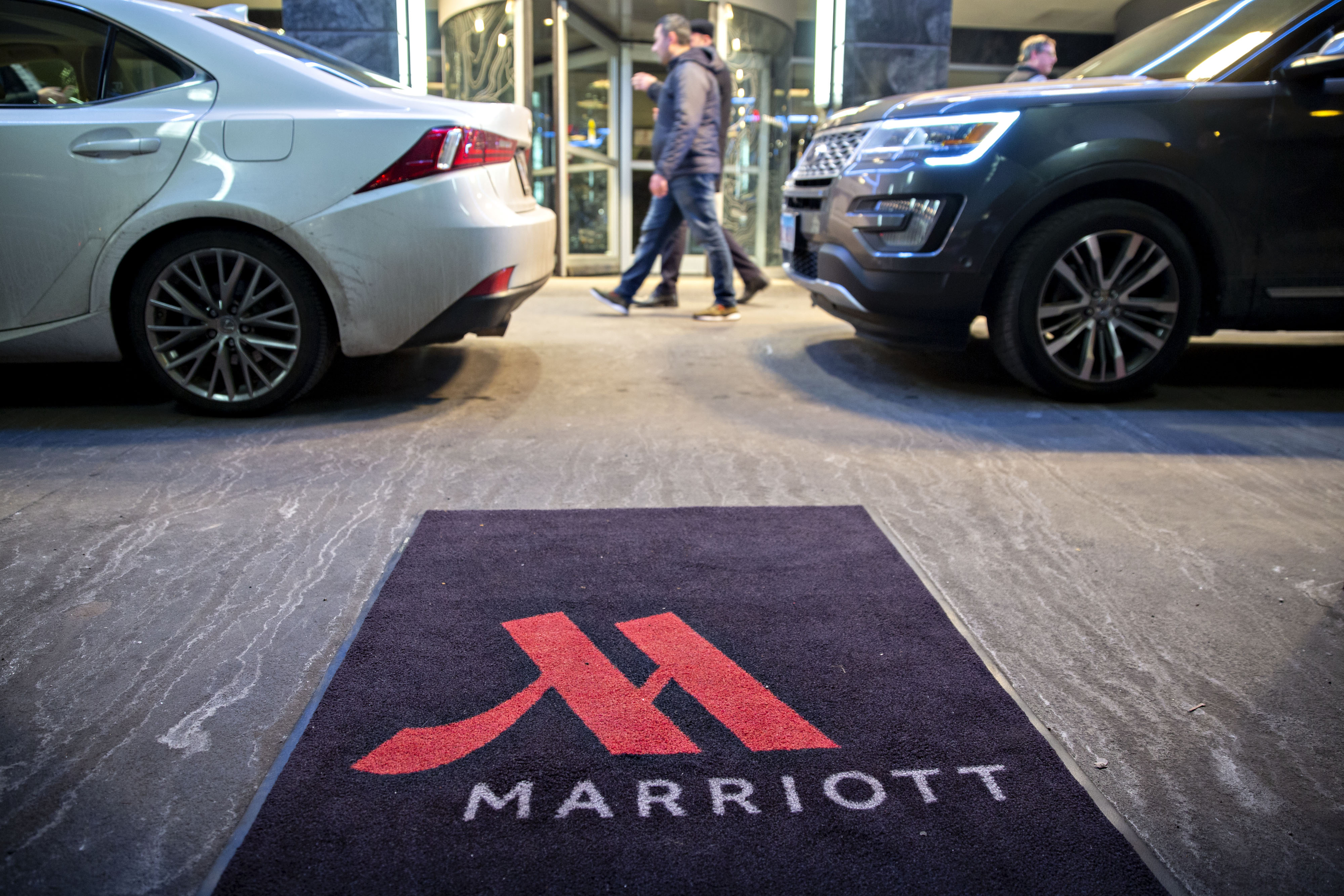 Marriott expands home-sharing to U.S. as hotels react to Airbnb