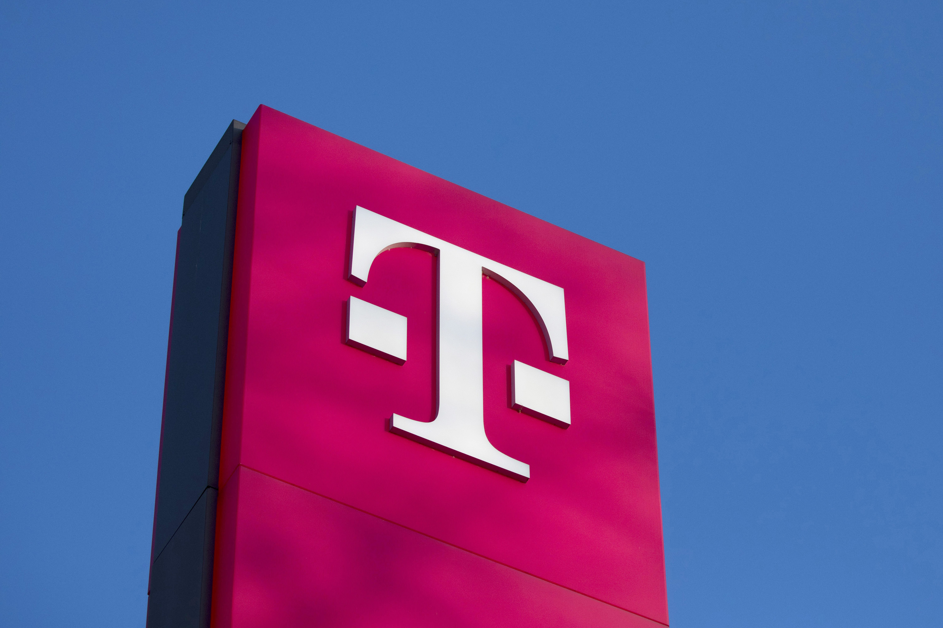 T-Mobile, Sprint soar as FCC readies to recommend deal with 5G expansion
