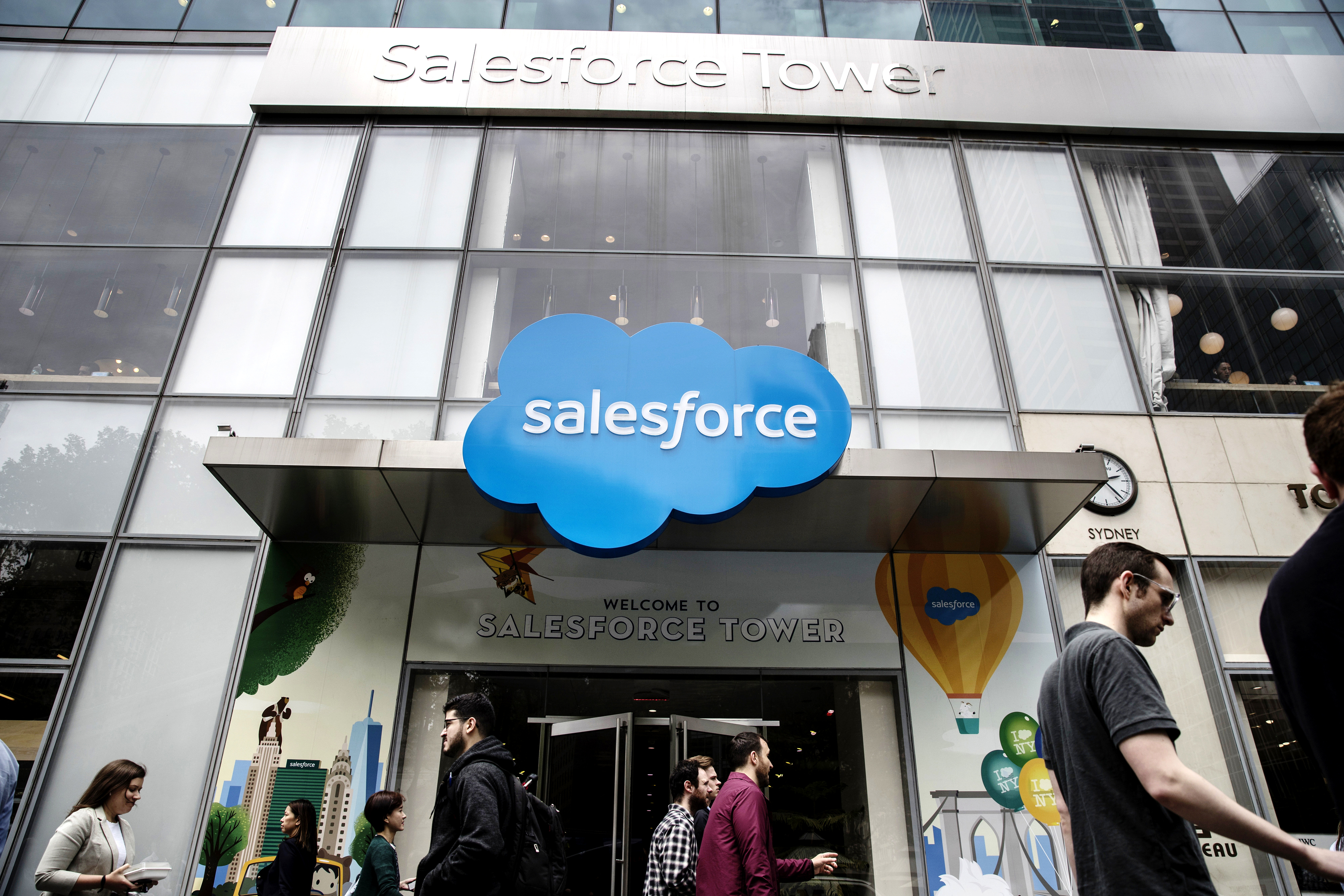 Salesforce is set to buy data visualization company Tableau