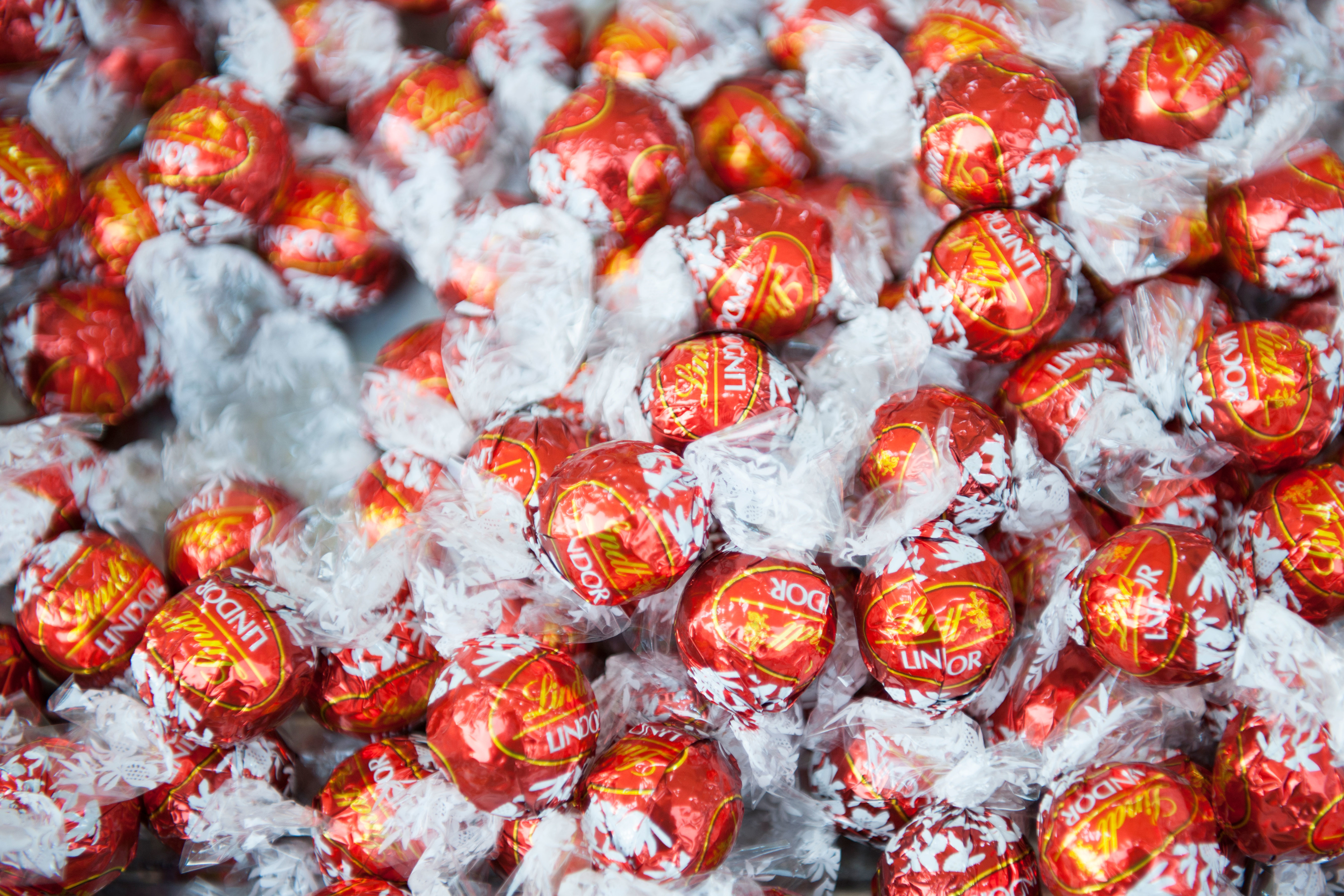 Grey New York wins Lindt USA confectionery account, beating out MDC Partners' 72andSunny, Fig (rebranded from Figliulo & Partners last year) and Omnicom's TBWA