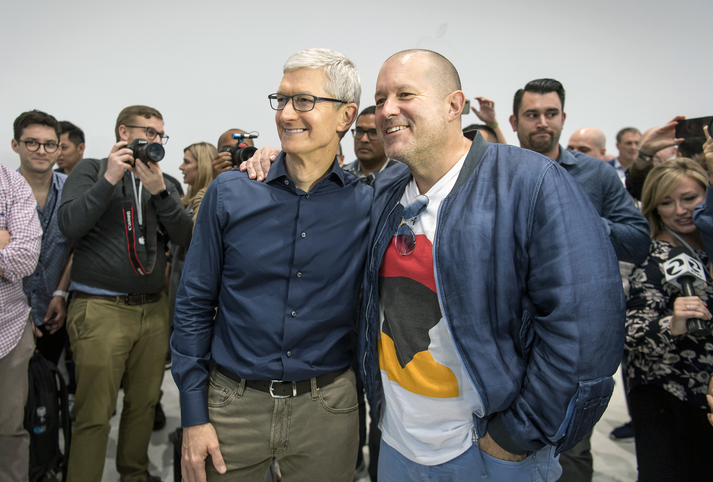Apple's Chief designer, Jony Ive, is leaving to form an independent company