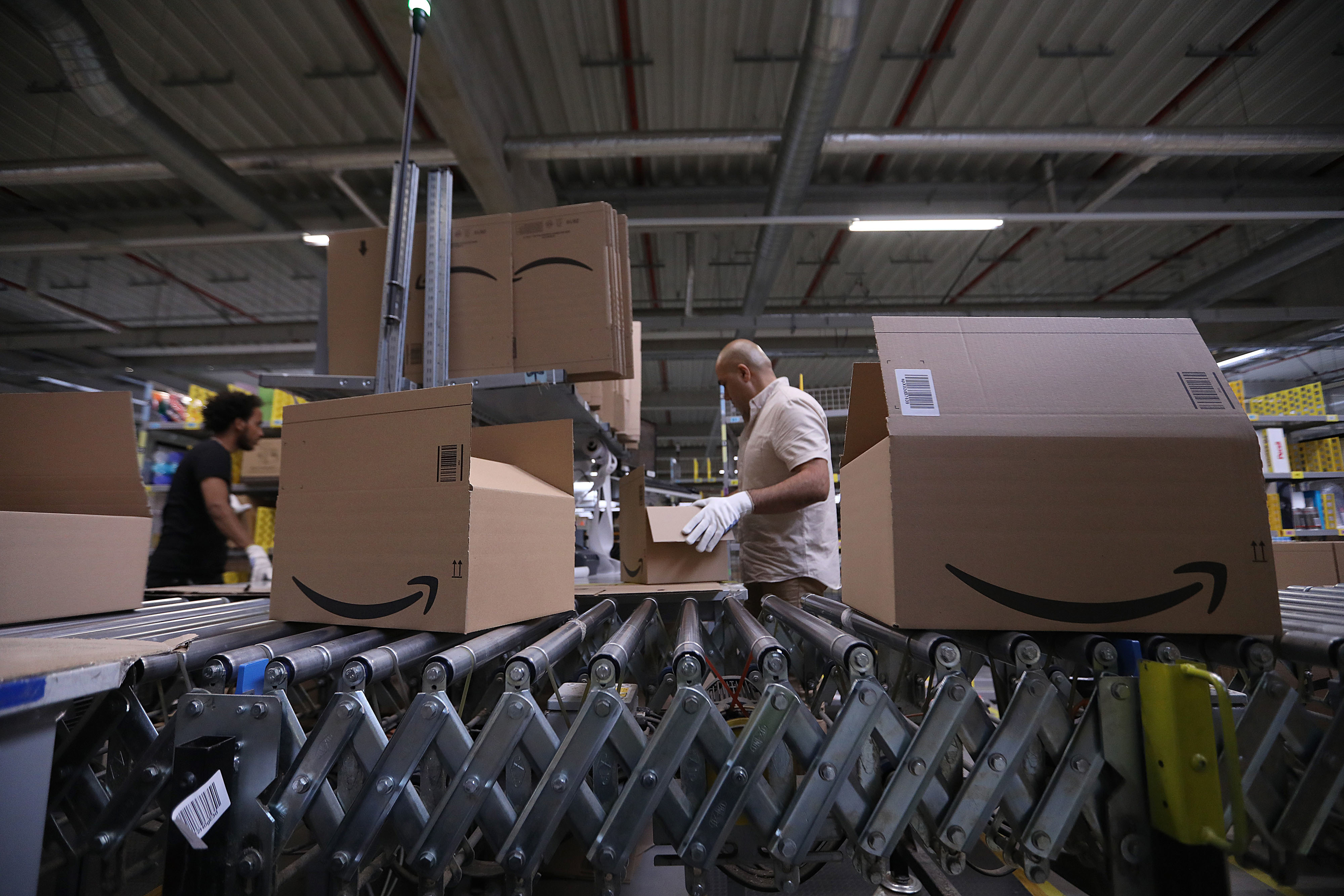 Amazon eyeing large distribution center in Queens, New York