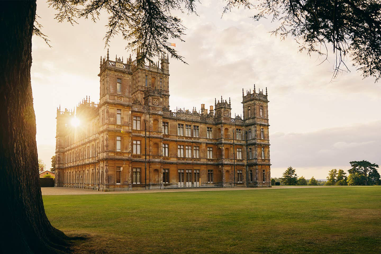 Airbnb: Spend the night at Downton Abbey