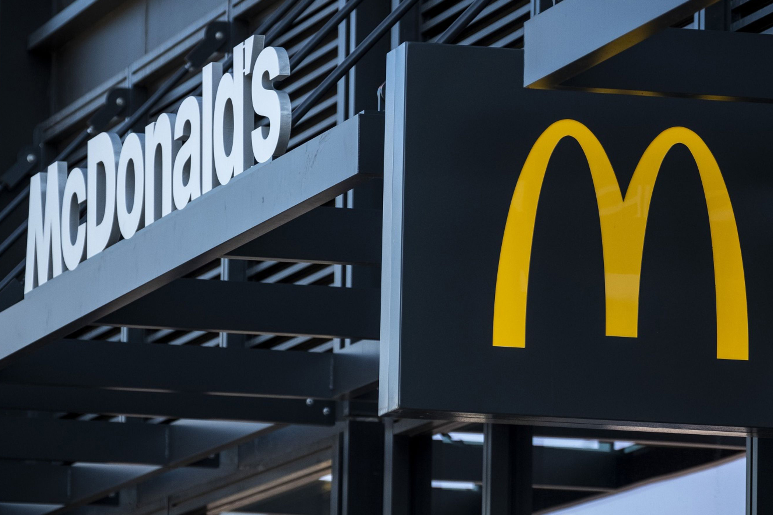 McDonald's fires CEO Steve Easterbrook after employee relationship revealed, replaces him with Chris Kempczinski