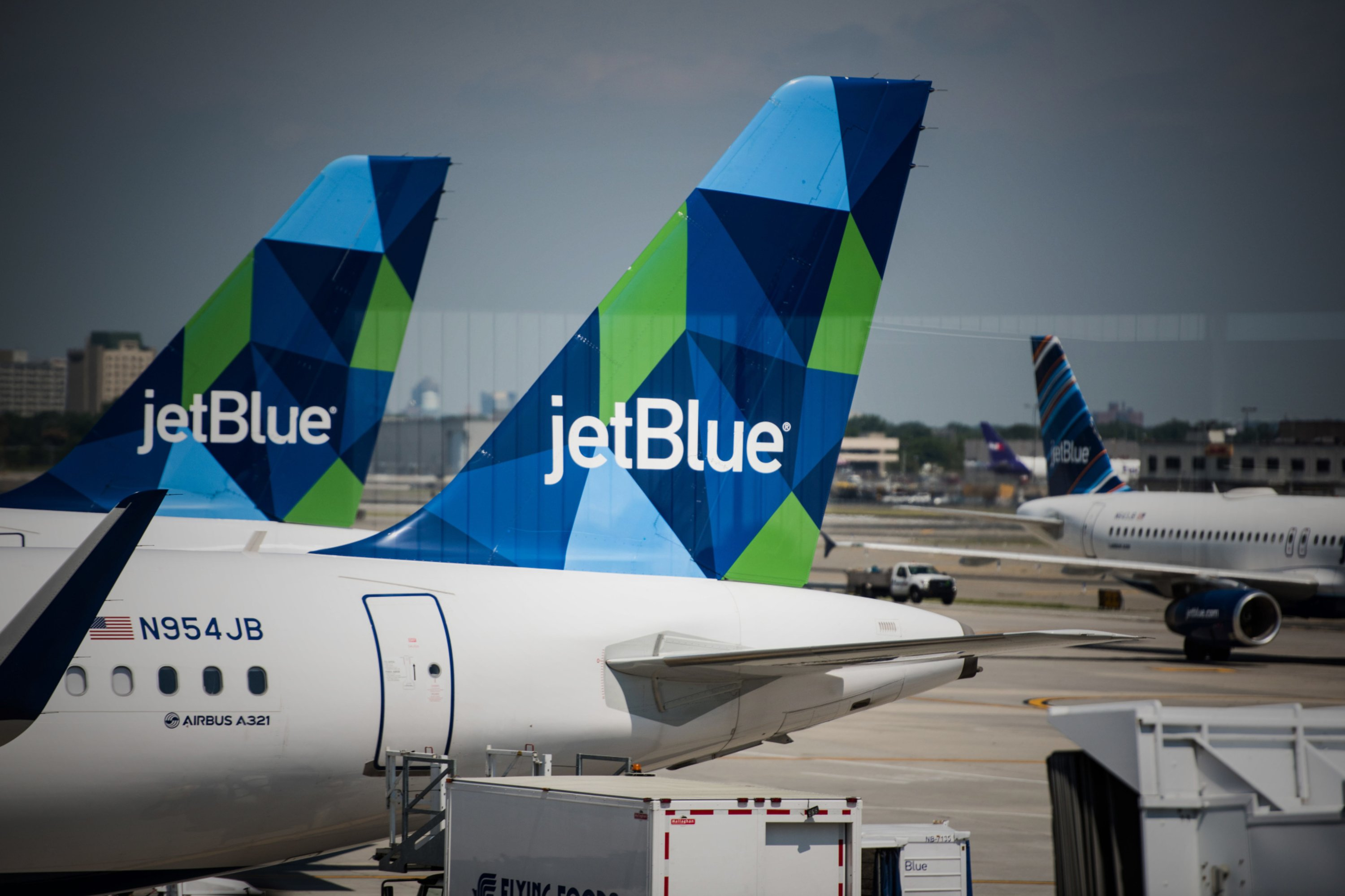 JetBlue plots a course to become first major carbon-neutral airline in U.S.