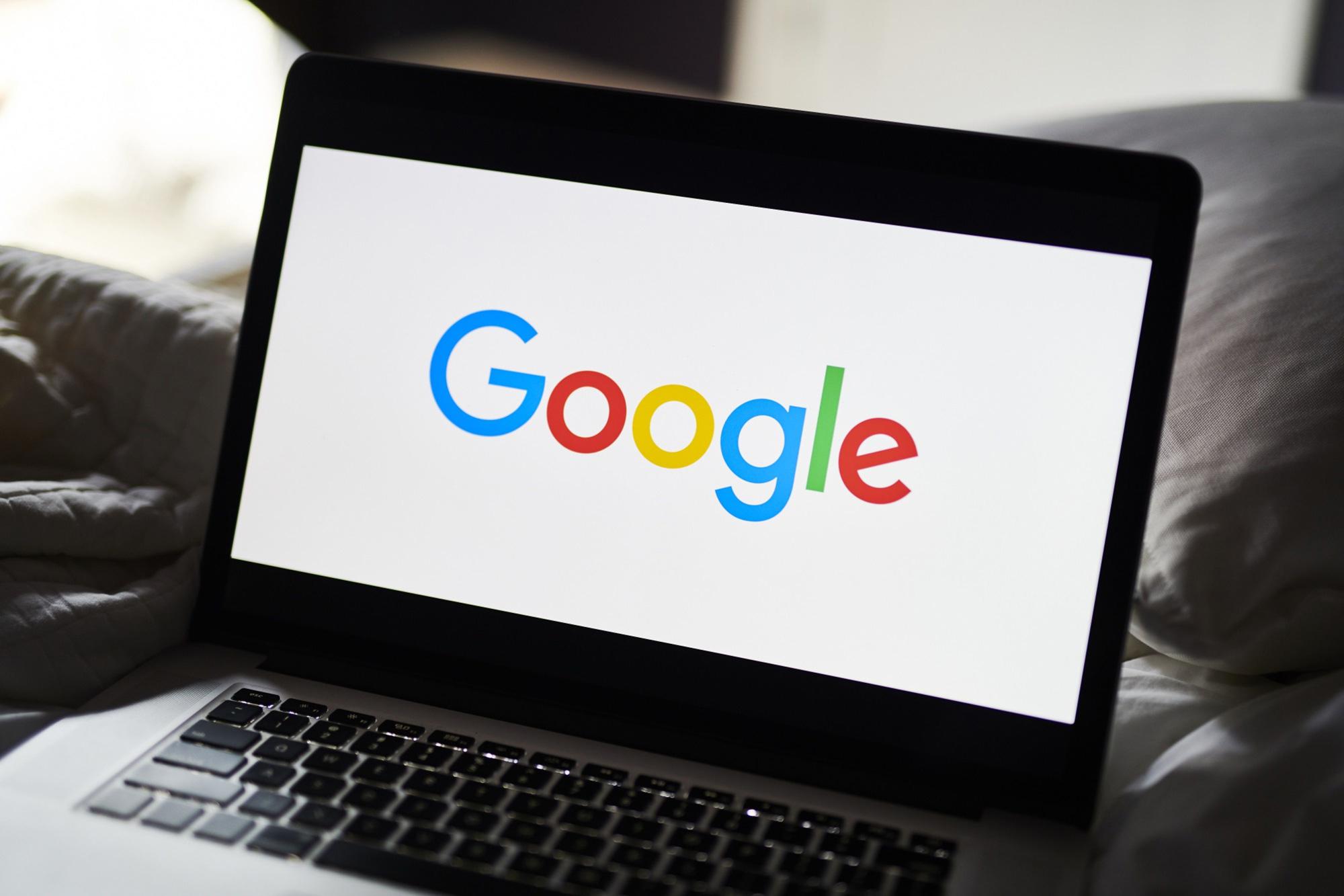 Google parent Alphabet nears $1 trillion market cap on ad-growth optimism