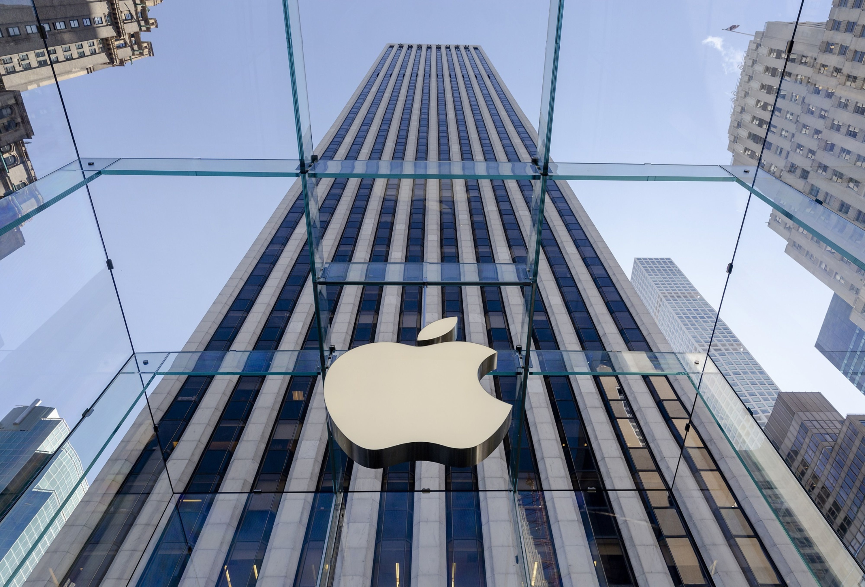 Apple to close U.S. stores, and all those outside greater China for two weeks