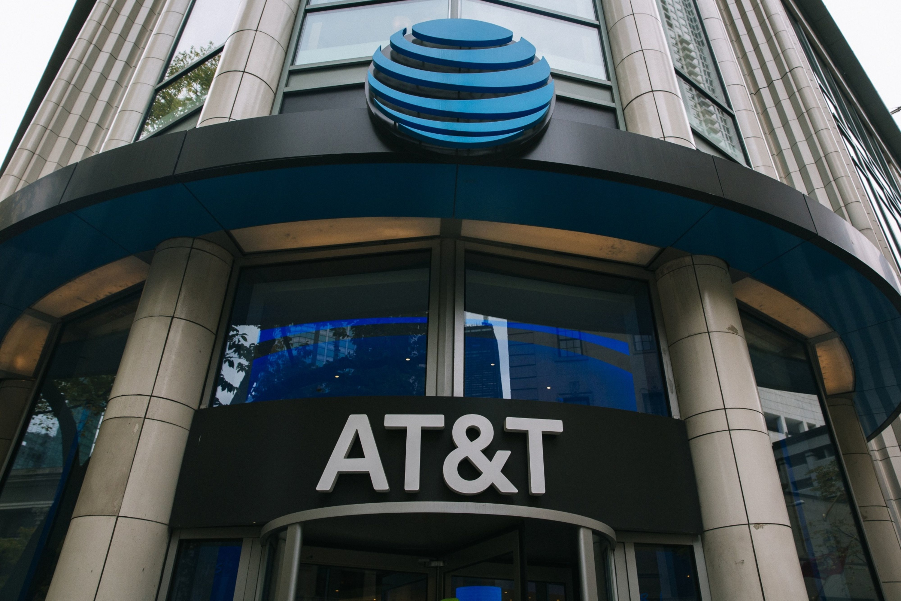 AT&T revenue drops 4.5 percent and crisis impairs outlook for 2020