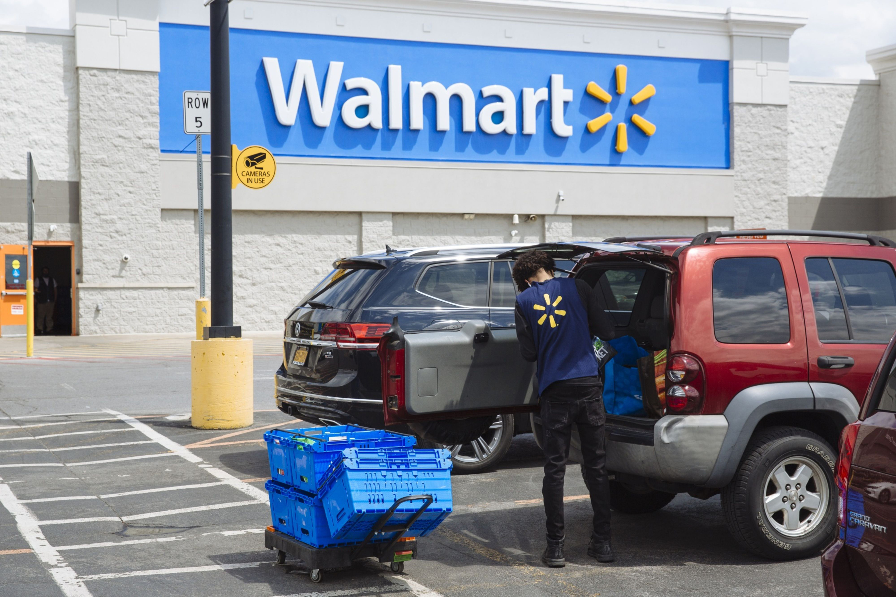 Walmart Sales Soar Amid Pandemic Stockpiling