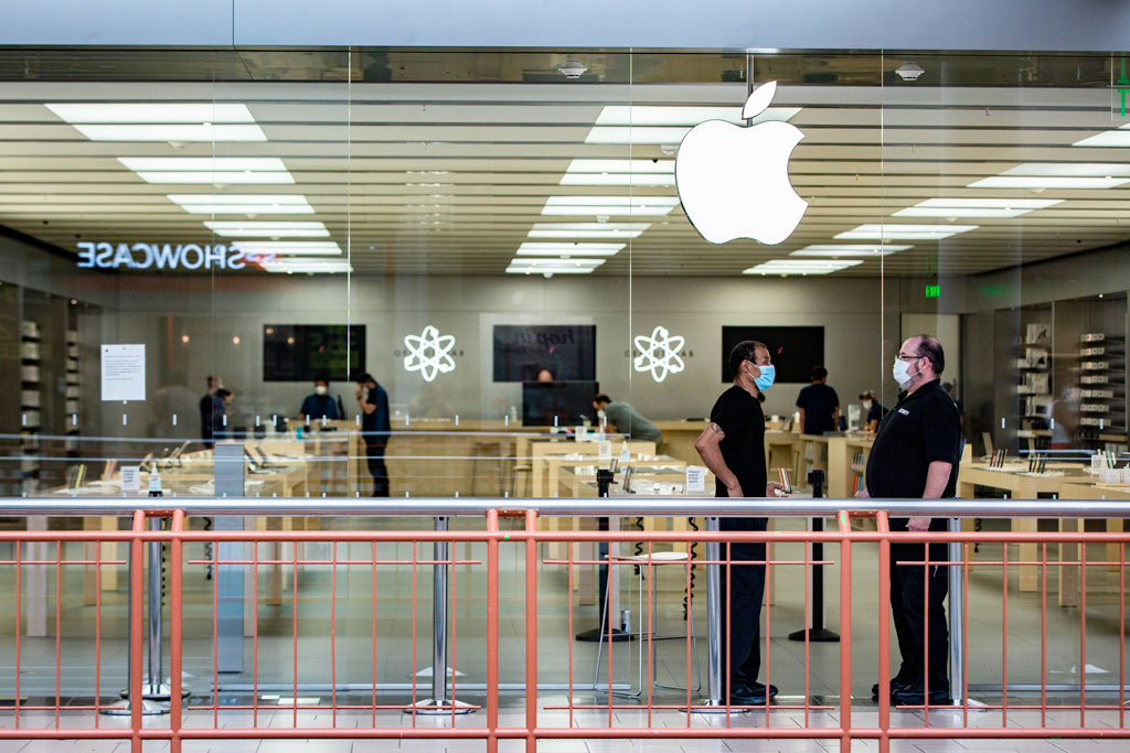 Apple pushes retail staff to work remotely
