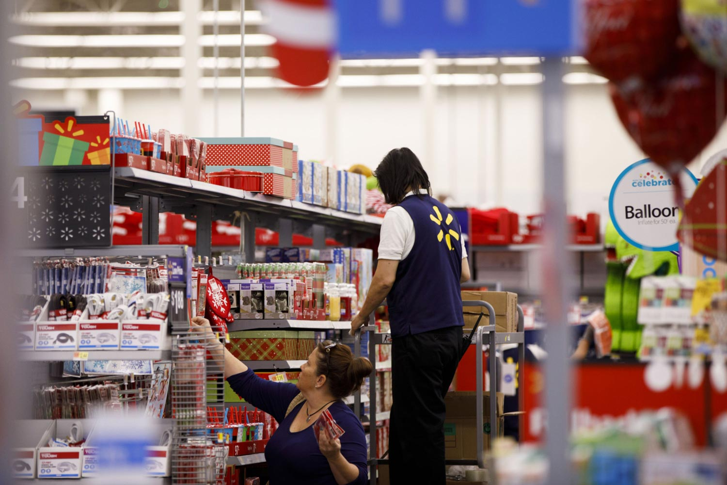 Walmart will close for Thanksgiving, ratcheting down holiday expectations