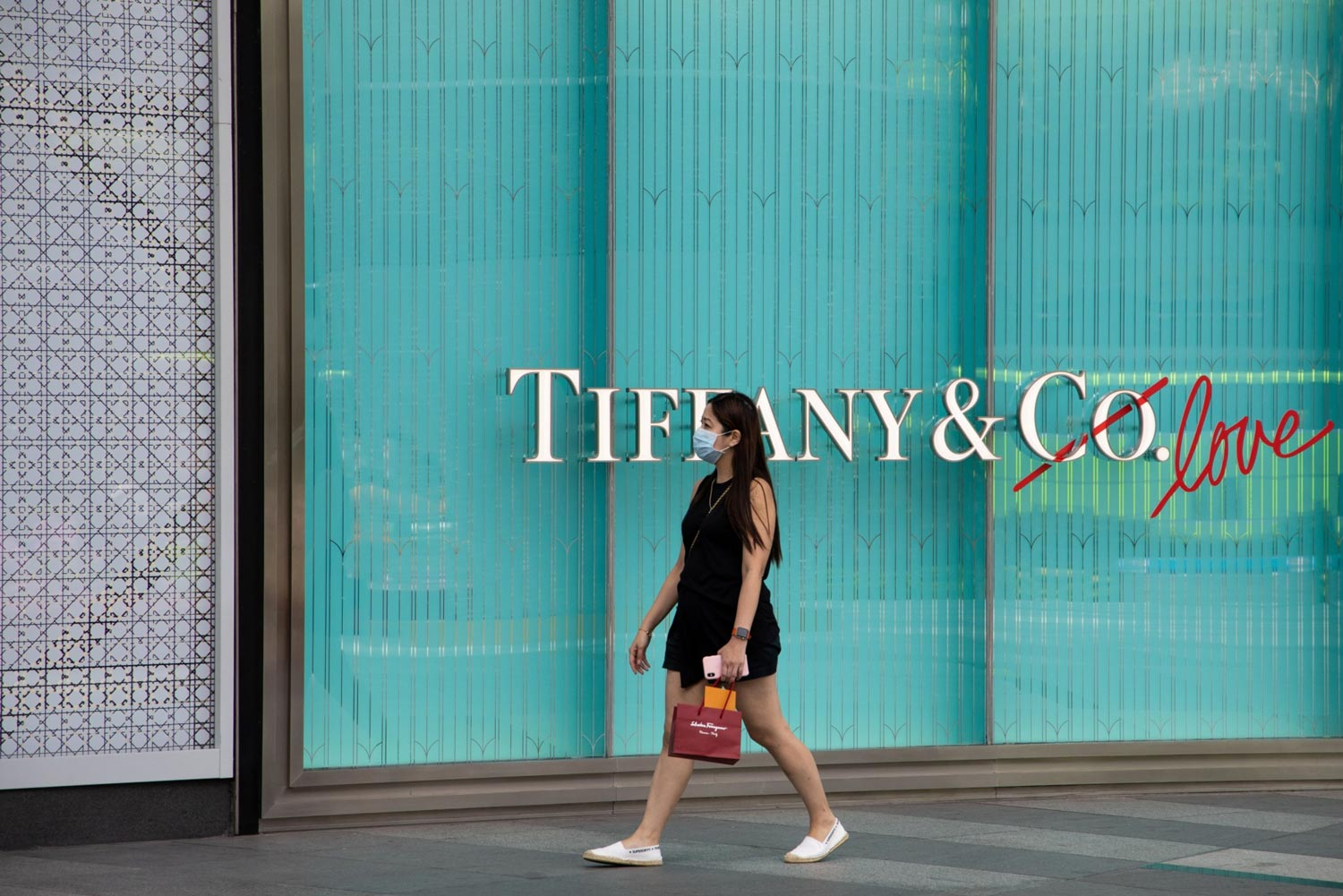 Tiffany sues LVMH for backing out of $16 billion deal