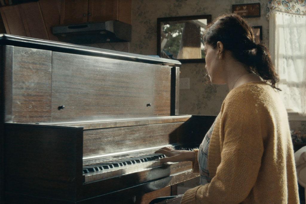 Red Cross: Piano