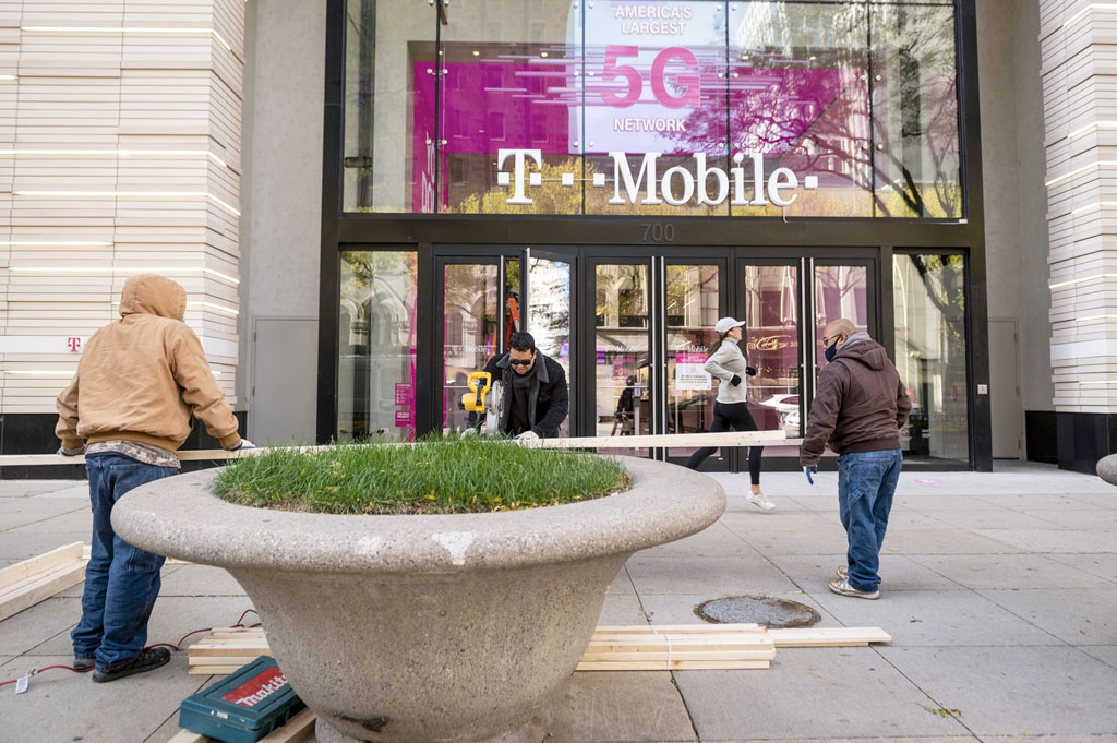 T-Mobile chooses a new media agency and Twitch streaming records are smashed: Tuesday Wake-Up Call