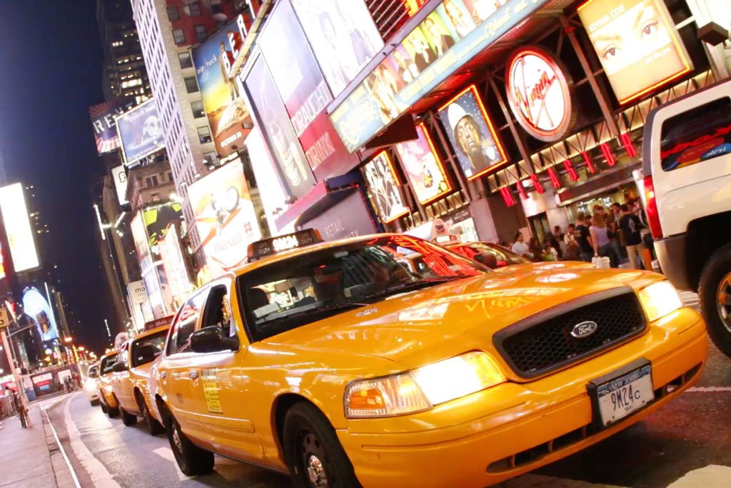 Uber strikes deal to include New York yellow taxis in cartop ad network