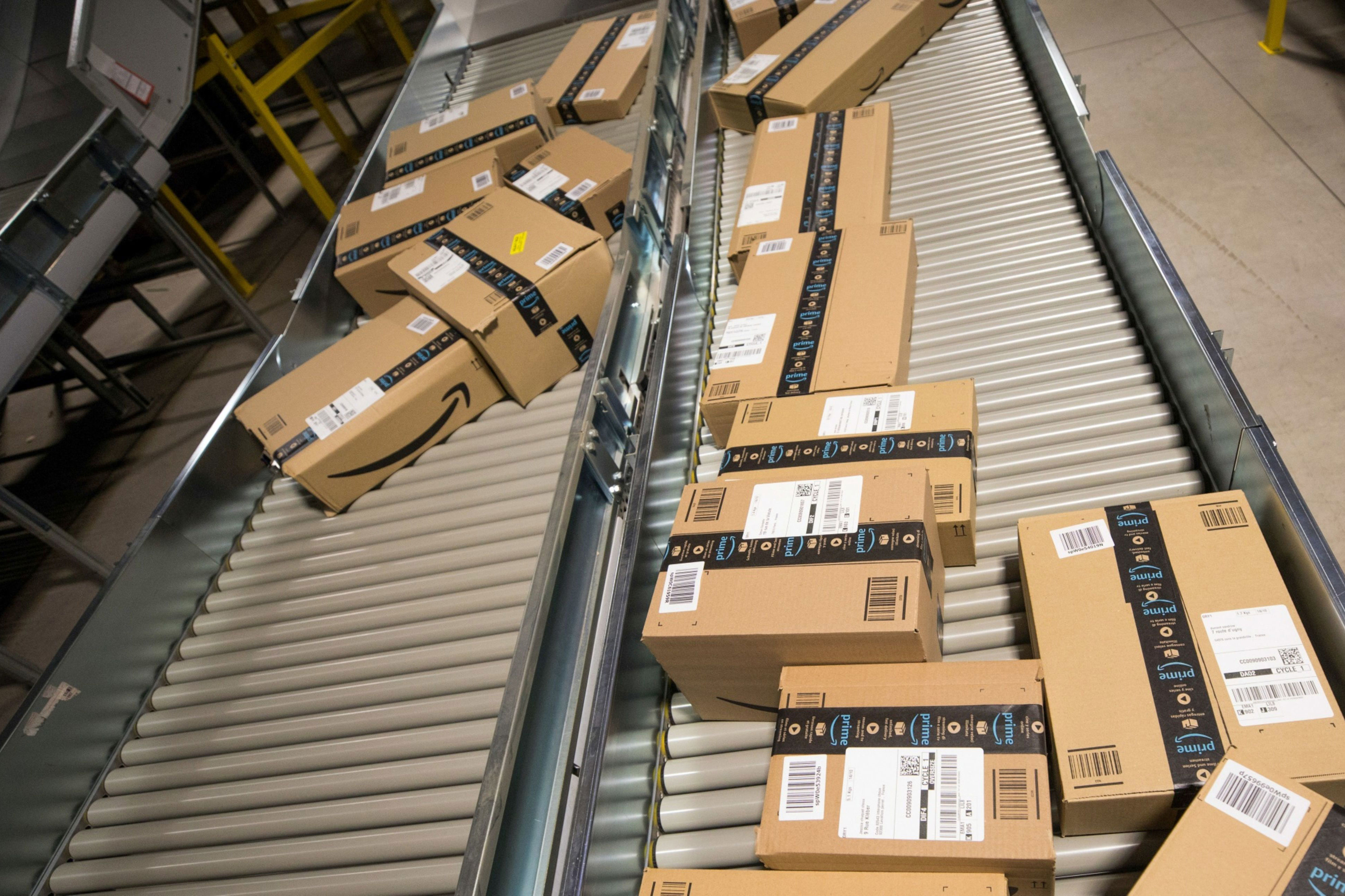 Amazon explored opening home goods, electronics discount stores