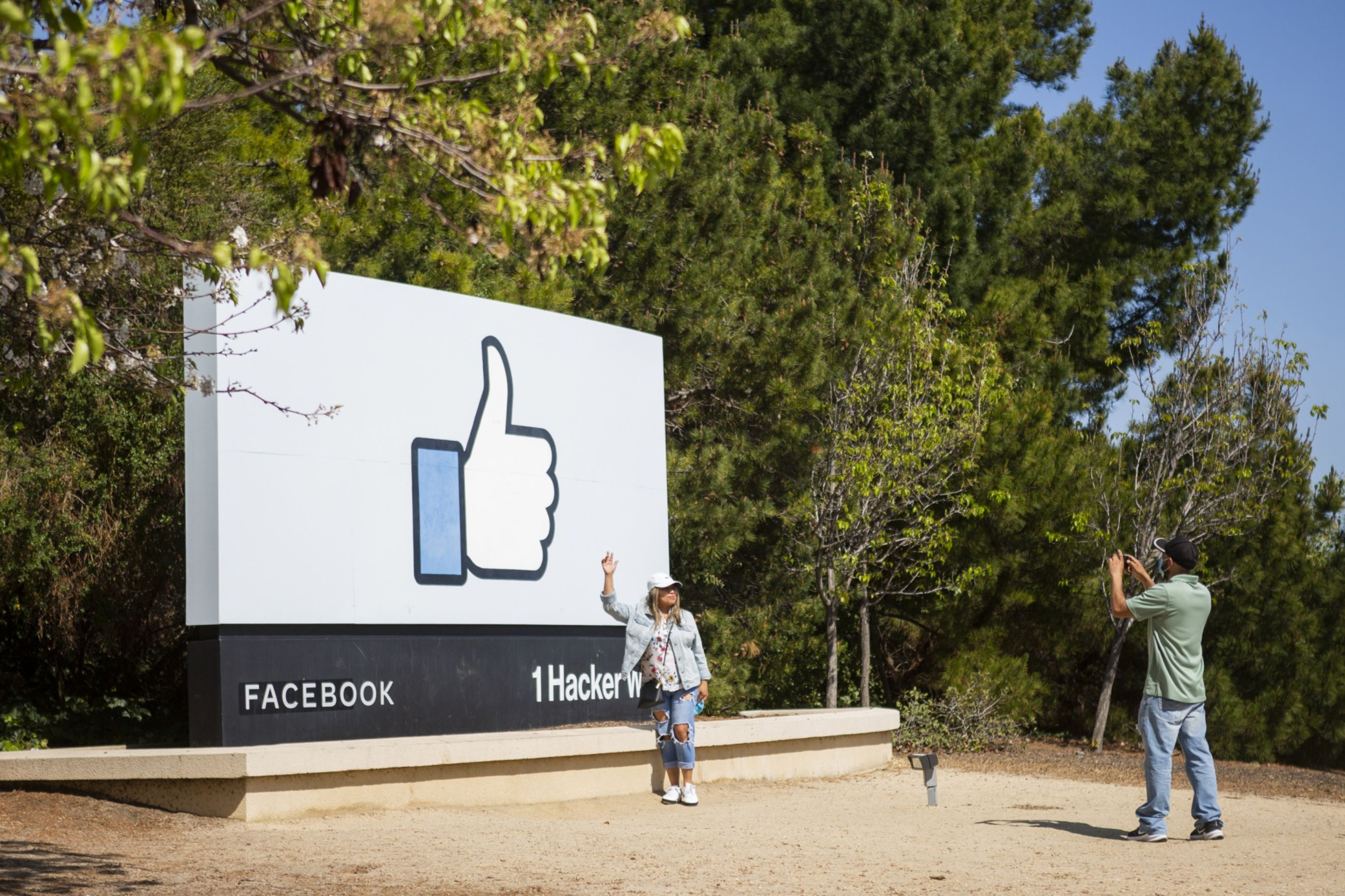 Facebook will let users eliminate 'Like' count in expanded test
