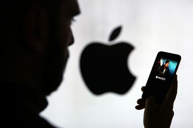 Google Paid Apple $1 Billion to Keep Search Bar on iPhone