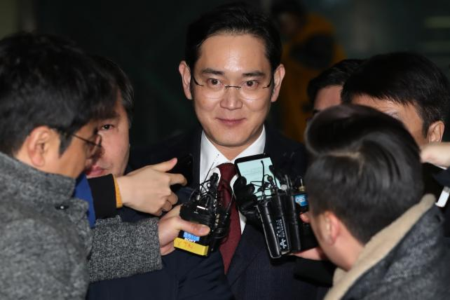 South Korea Prosecutor Seeks Arrest of Samsung Chief Jay Y. Lee