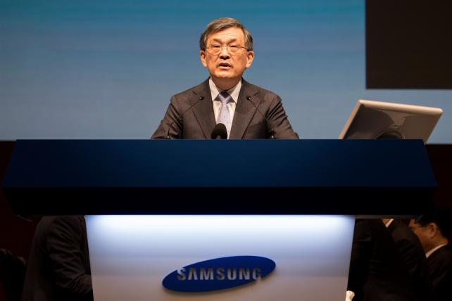 Samsung CEO Steps Down in 'Unprecedented Crisis'