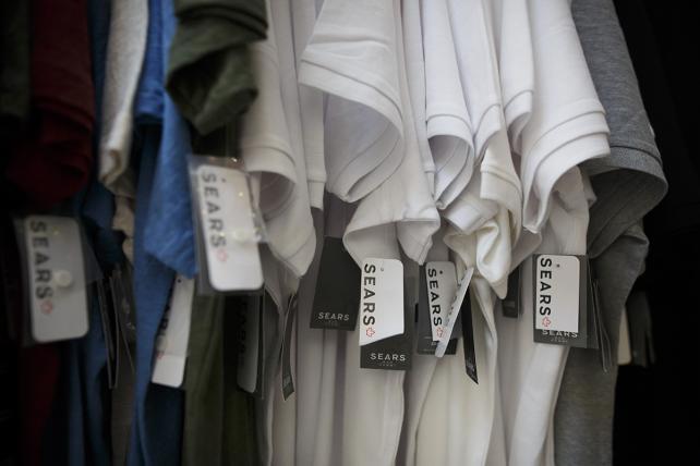 Beleaguered Sears thins marketing ranks