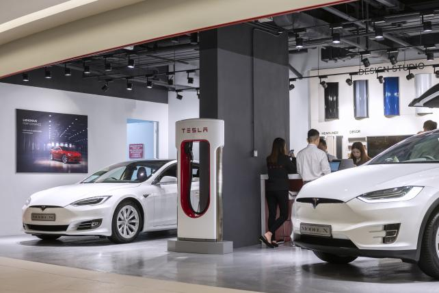 Tesla to shut down stores, rely on online sales