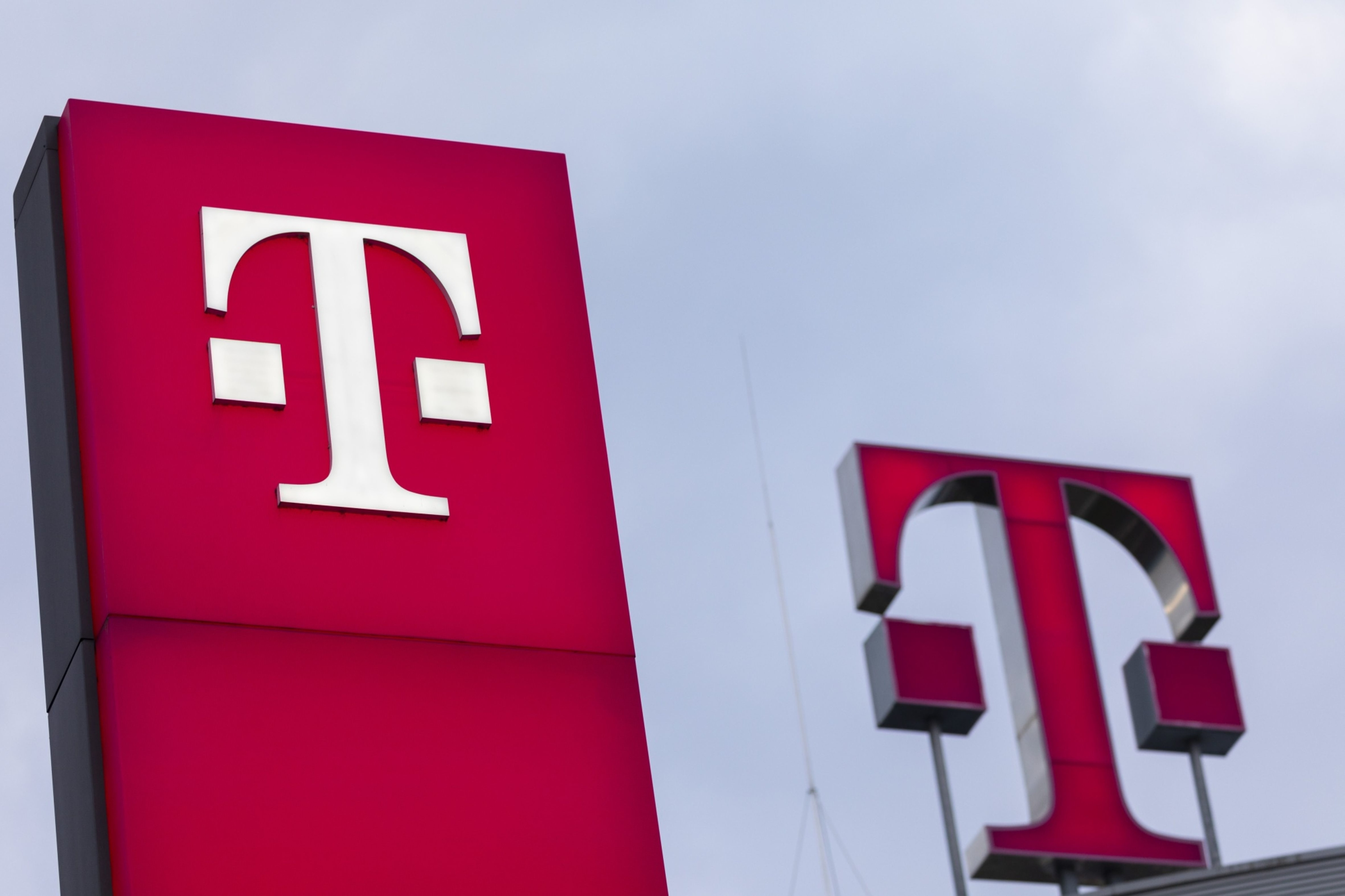 T-Mobile says it's now the second-largest carrier. Forrester analyst says that's 'bunk'