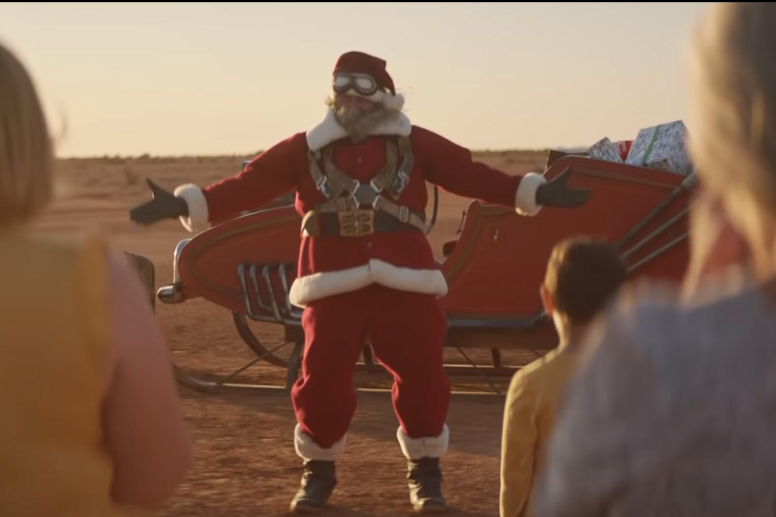 Christmas In Australia Santa.Santa Crash Lands Into An Outback Christmas In Aldi