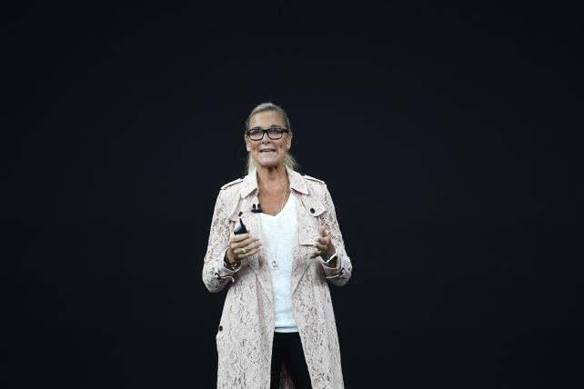 Apple retail chief Angela Ahrendts to leave in April