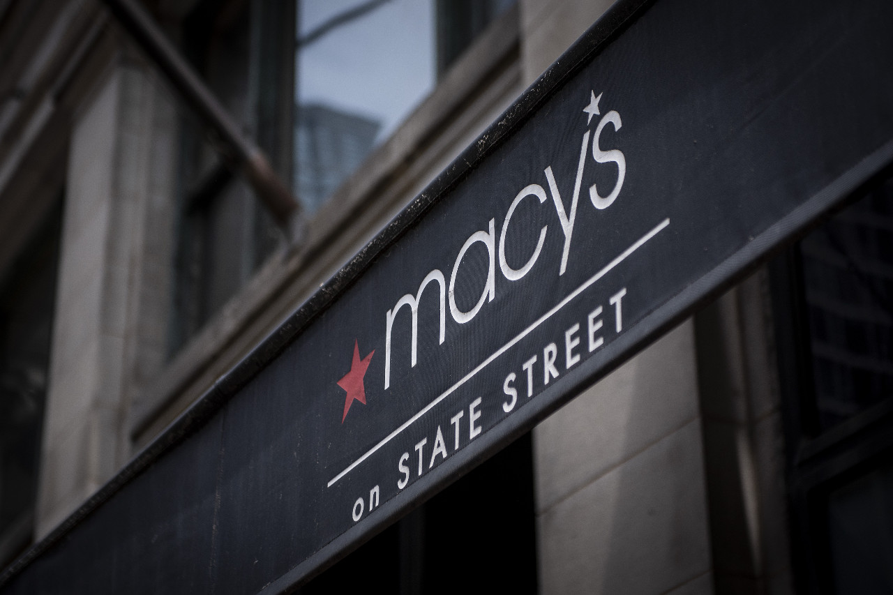 Stock markets tumble as Macy's troubles hit retail: Thursday Wake-Up Call