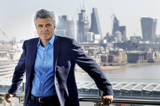WPP foresees challenging 2019 after client losses last year