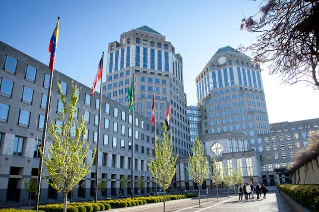 P&G Sees Better Attitude Among Big Digital Players But Cuts