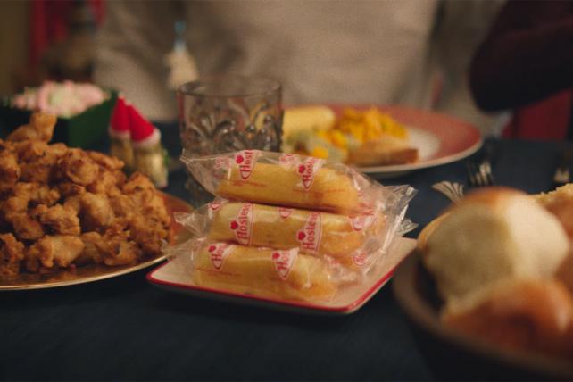 Twinkies at Holiday Dinner Make Sense ... If You're Marshmello