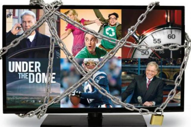 Fat Broadcaster Fees at Risk in FCC Move to Avoid Super Bowl Blackouts