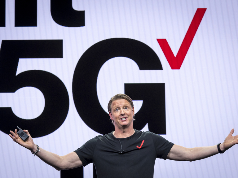 Verizon tops subscriber estimates and gears up for the 5G battle