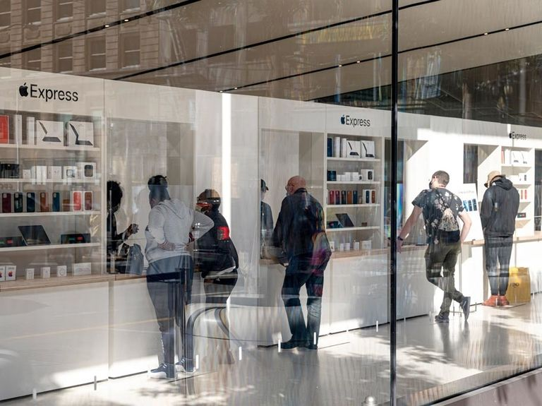 All U.S. Apple stores now open one year after closures began