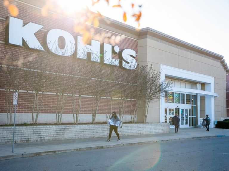 Kohl's sees improving sales, easing some activist pressure
