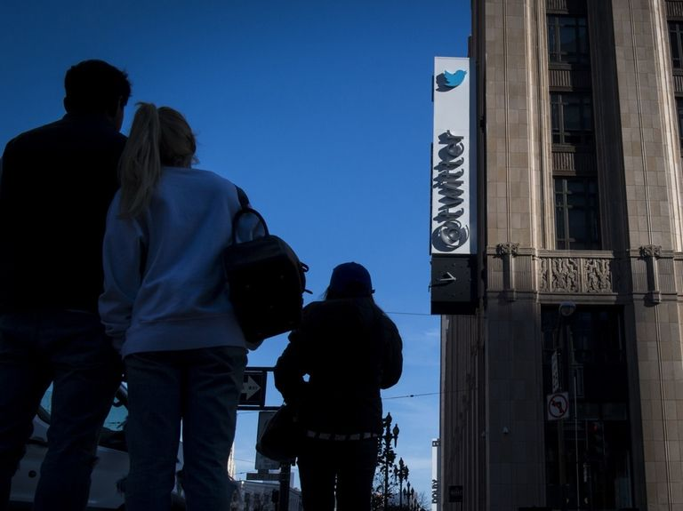 Twitter projects lackluster sales, sending shares down
