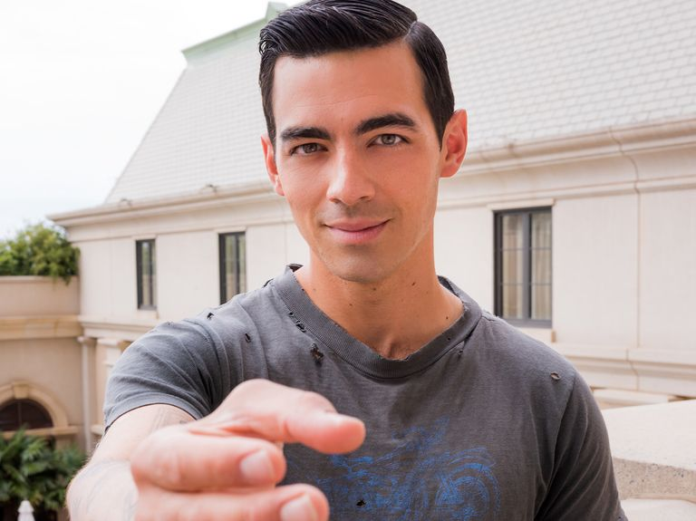 Odd brand swag alert: Expedia gives away 3D-printed replicas of Joe Jonas' hand