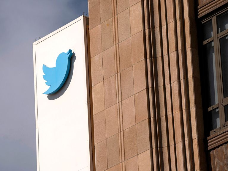 Twitter posts strong sales, forecast on bounce back in ads