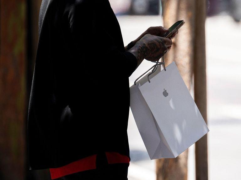 Apple sales top estimates on demand for 5G iPhones