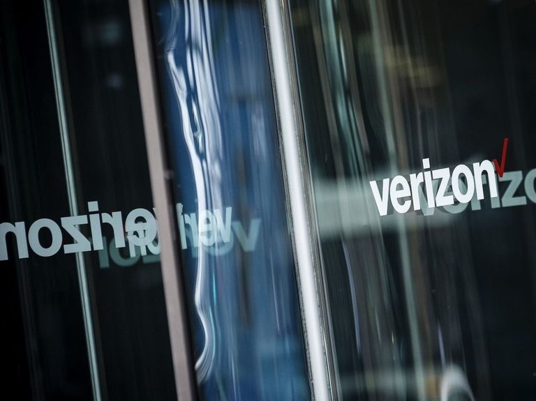 Verizon sells 90% of media division to Apollo for $5 billion
