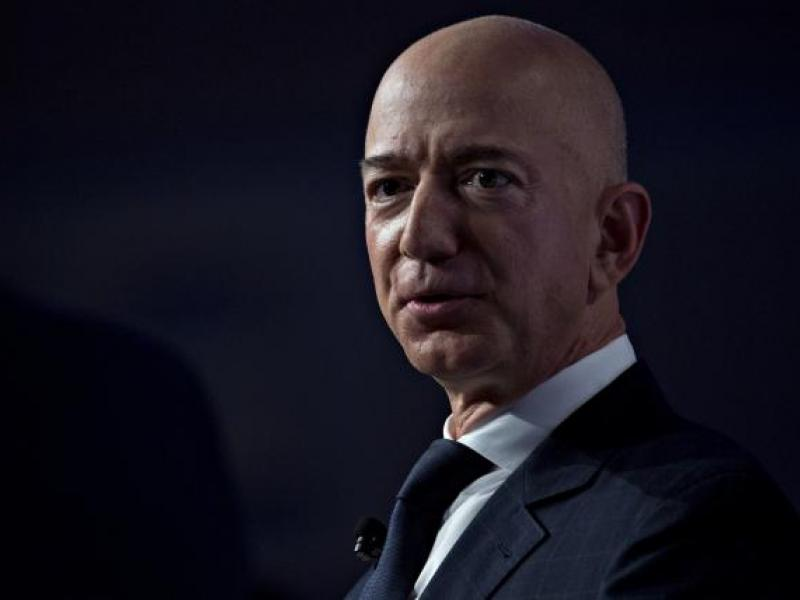 Amazon reports customer data snafu as holiday shopping heats up
