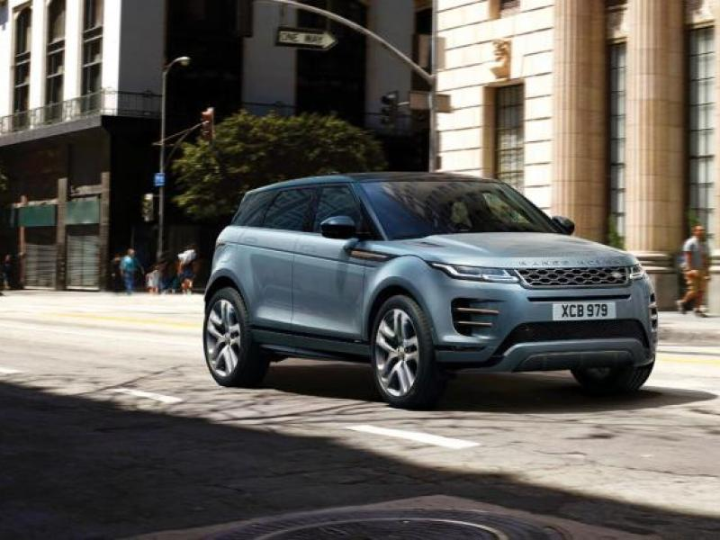 Land Rover takes an urban detour in newest marketing campaign