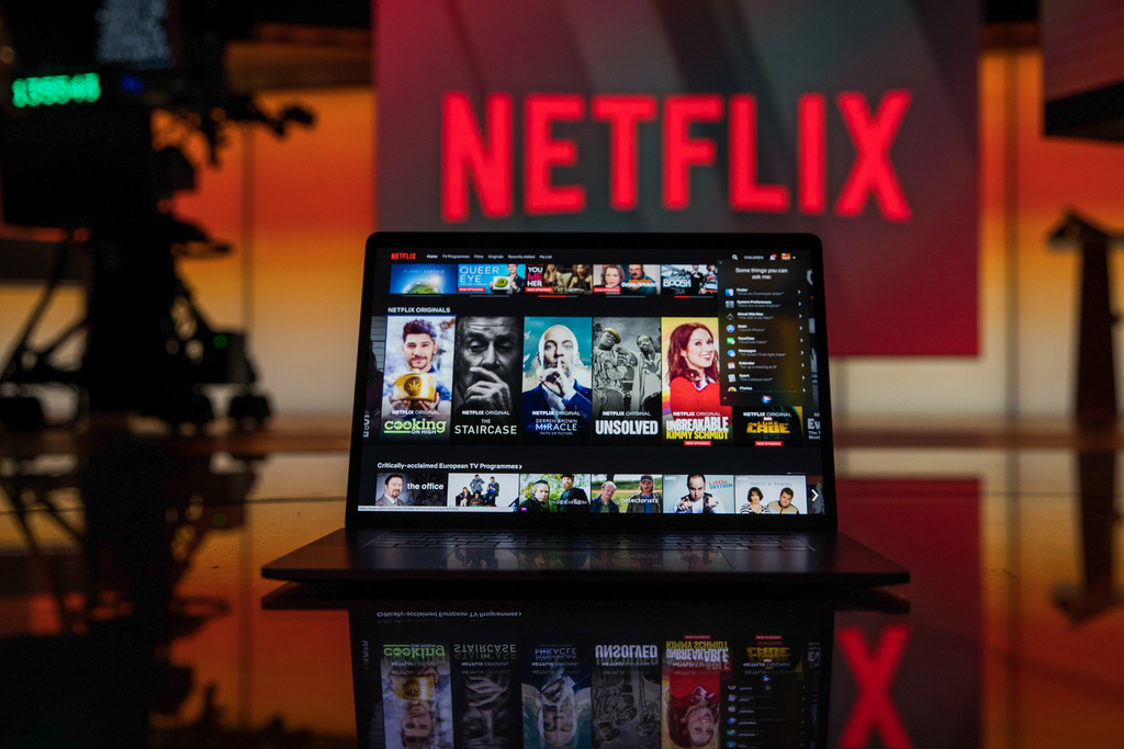 Netflix will eventually run ads, industry execs predict | AdAge