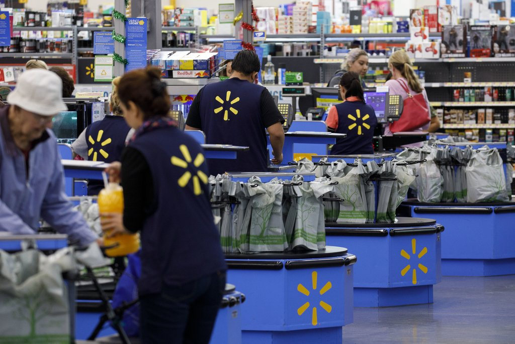 Walmart reports jump in profit, warns on tariffs