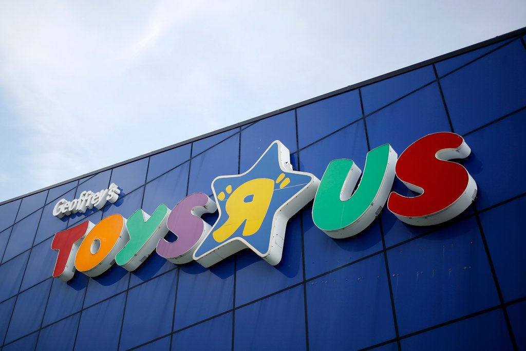 Toys 'R' Us is coming back with new stores
